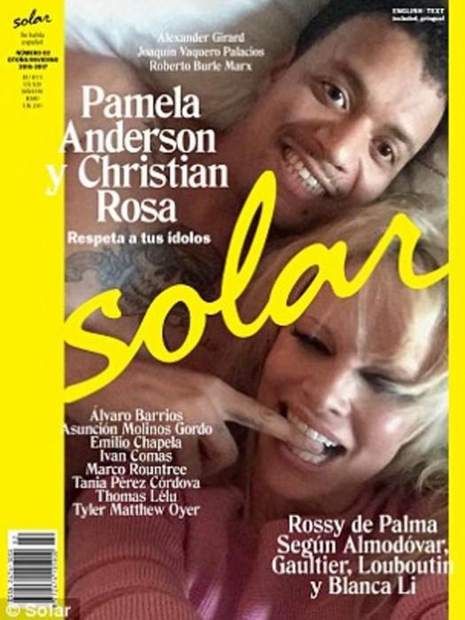 Памела Андерсон покорила публику образом истинной леди