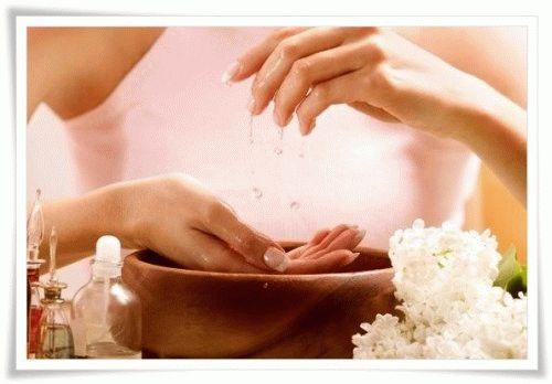 Йодная ванночка для ломких и слабых ногтей пальцев рук